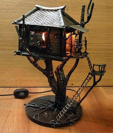 домик на дереве из металла