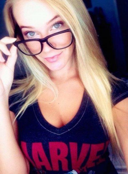 селфи девушка в очках