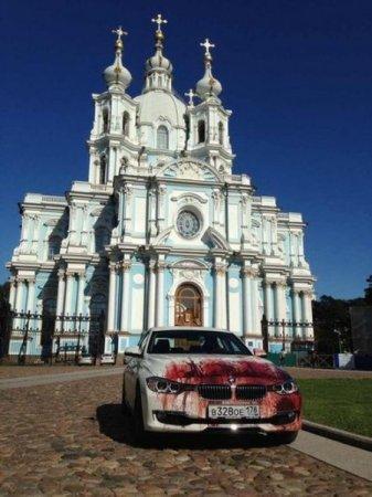 авто возле собора