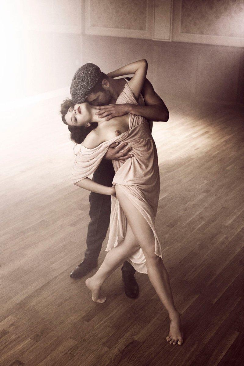 eroticheskie-foto-v-tango-seks-dzheki-chan-kartinki-seks