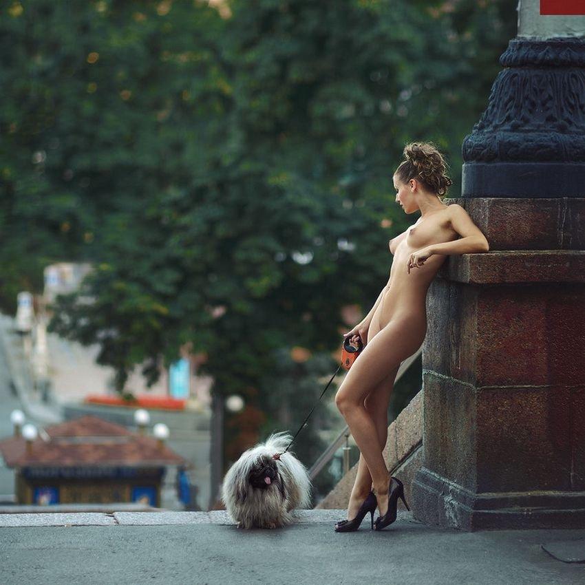 Голые девушки на улице - эротика уличные фото