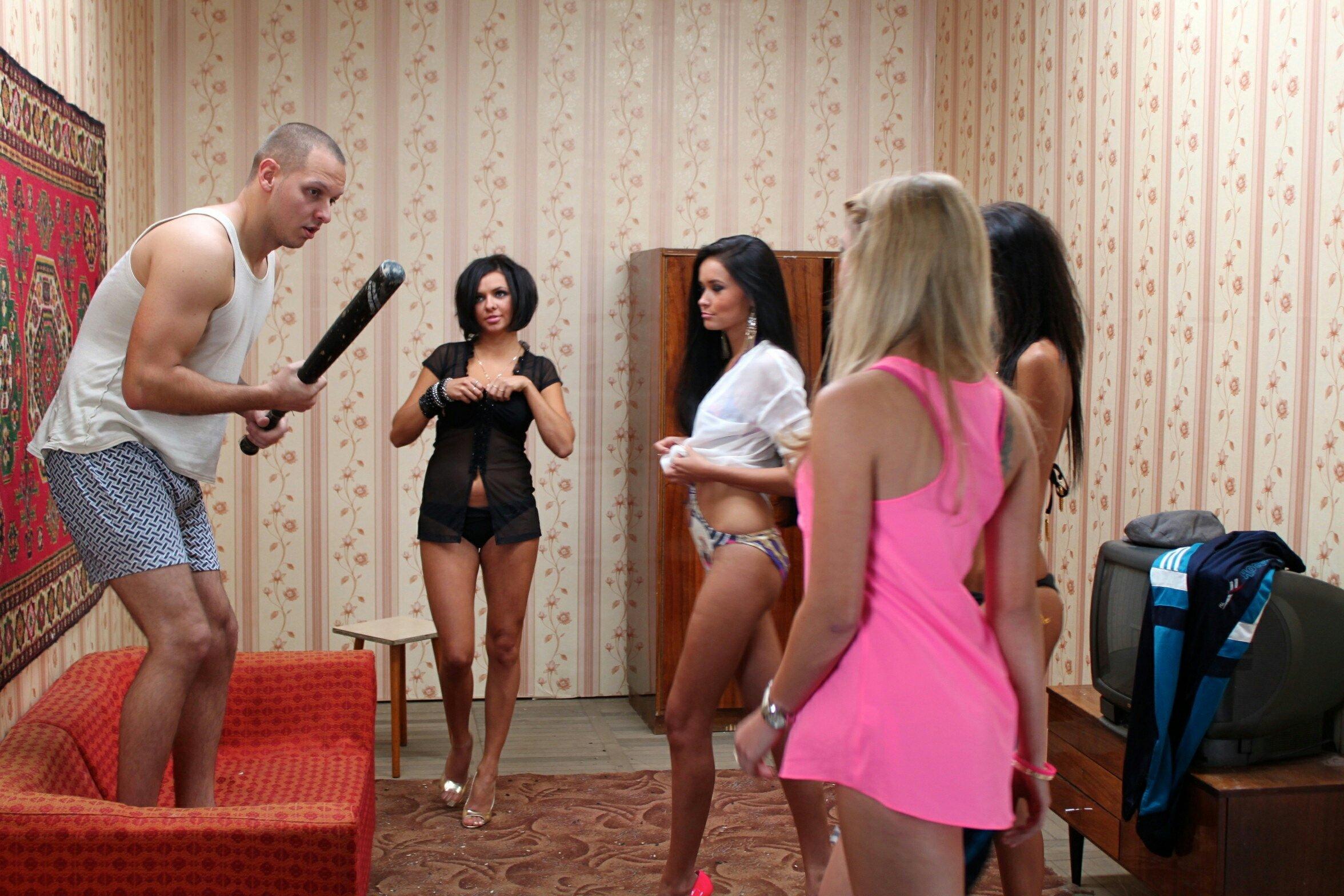 Фото груповух 4девчонки и один мужик 8 фотография