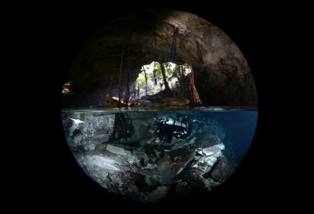 внутри пещеры