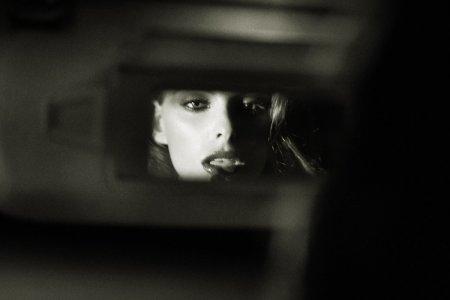 дама в зеркале