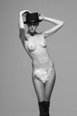 дама с пером