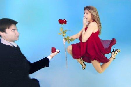 молодые с розами