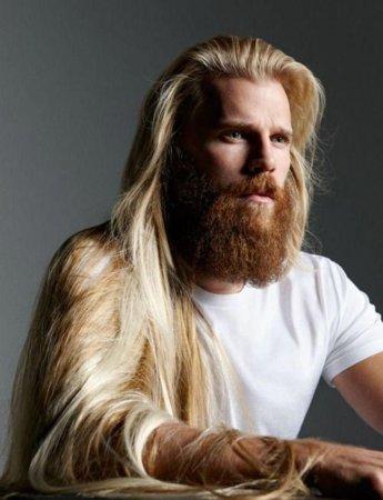 красавец блондин