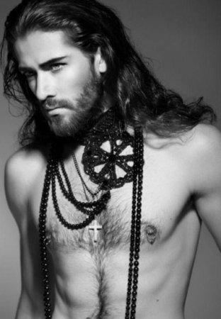 красавец с крестом