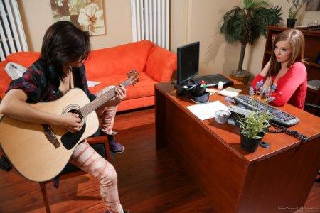 подружки с гитарой