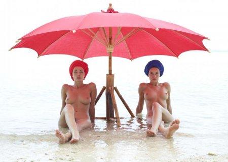 дамы под зонтом