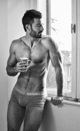 мужик с чашкой