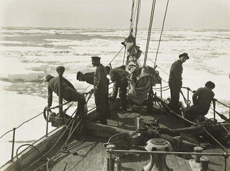 команда на корабле