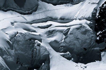 люди в каньоне