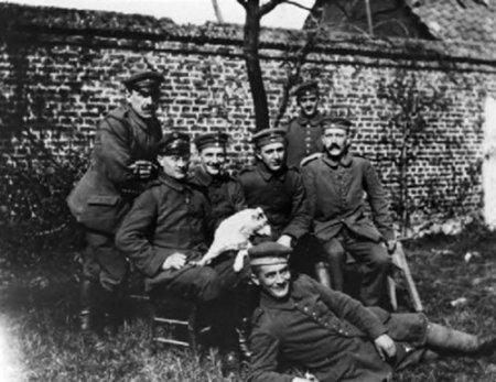 Во время Первой мировой войны Гитлер был пехотинцем, раненным в разгар войны