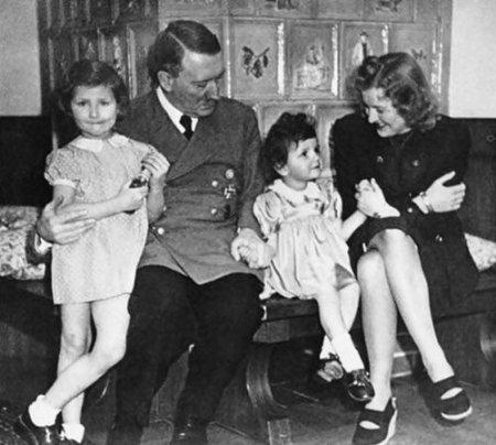 Гитлер вырос в авторитарной семейной среде