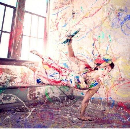 дама с красками