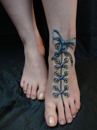 шнуровка на ноге