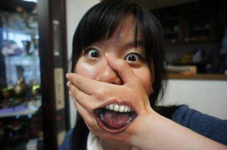 рот  на руке