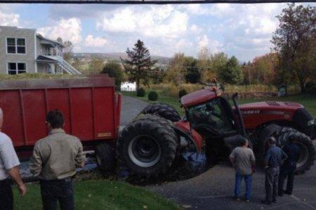 поломанный трактор