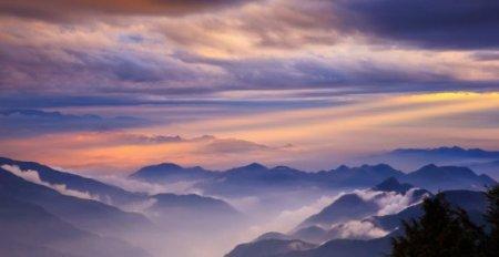 рассвет над горами