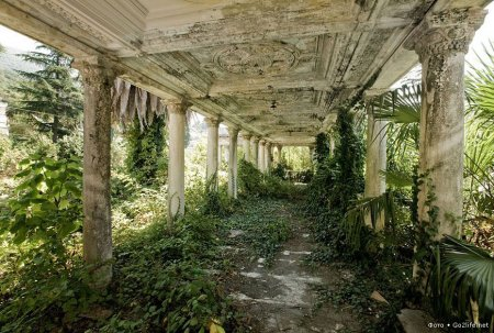 Абхазия, заброшенный вокзал