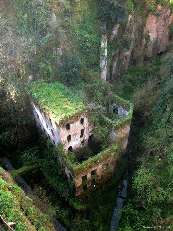 Италия, Сорренто. Заброшенная мельница