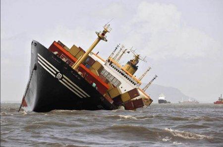 корабль переклонился