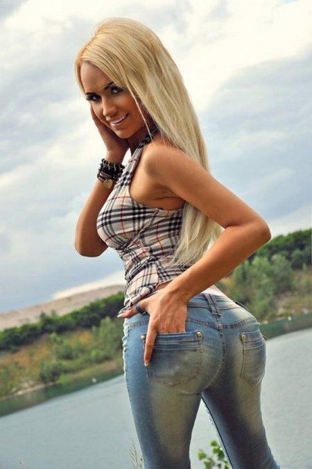 Девушки в обтягивающих джинсах