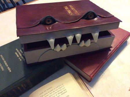 книга-монстр