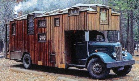 Этот дом на колесах был построен семейной парой из США в 1970-х