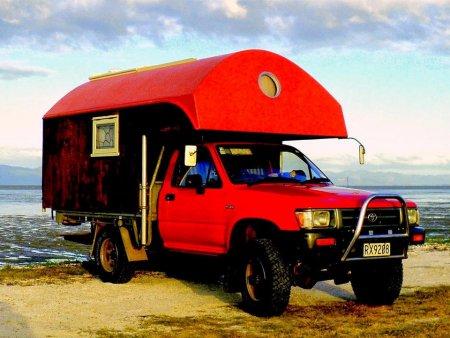 Красный дом на колесах