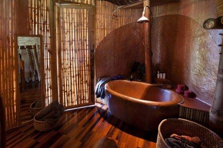 вынна в бамбуковом доме