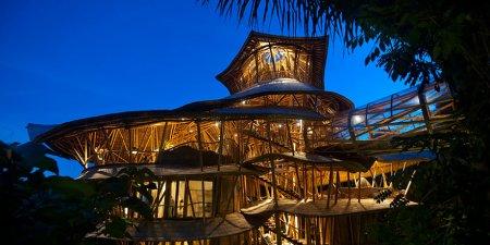 бамбуковый дом ночью