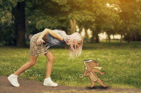 девушка и мышка