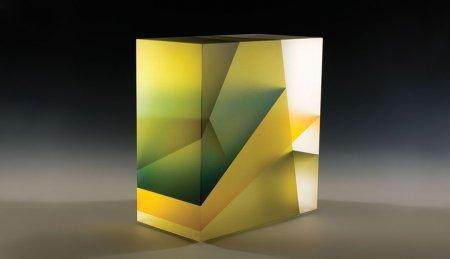 красивый стеклянный куб