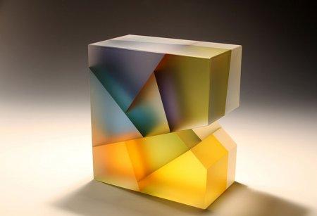 необычная стеклянная фигура