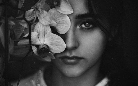 черно-белый автопортрет