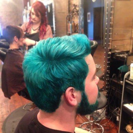 мужчина у парикмахера