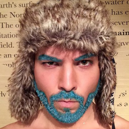 синие брови