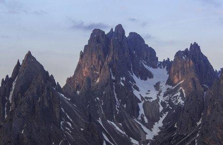 устрашающий горных хребет