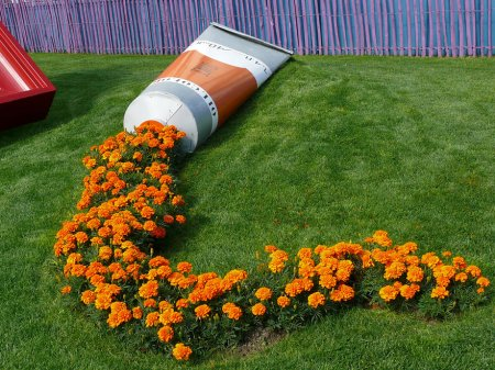 тюбик с цветами