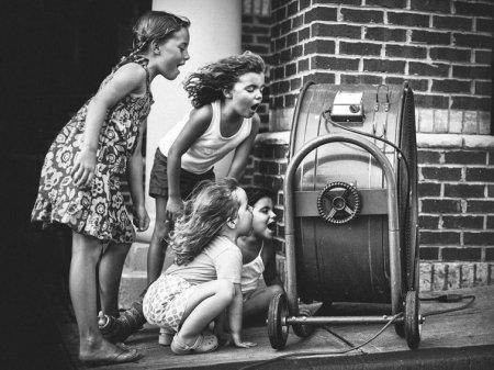Девочки и вентилятор