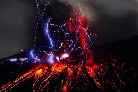 Вулканические молнии, Япония