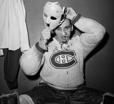 Первый хоккейный вратарь, надевший маску во время игры регулярного чемпионата НХЛ, — Жак Плант, 1 ноября 1959 года.