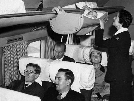 Место для ребенка в самолете, 1950-е годы.