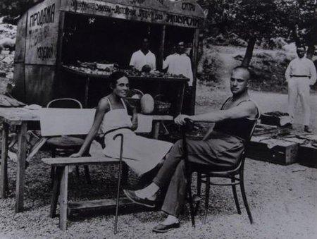 Владимир Маяковский и Лиля Брик в Ялте, 1926 год