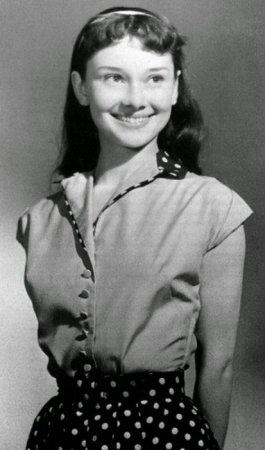 13-летняя Одри Хепберн, 1942 г. Одри родилась в Бельгии, выросла в оккупированной немцами Голландии.