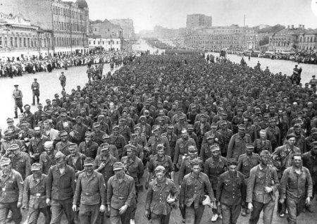 57.000 немецких военнопленных маршируют в Москву после поражения в Белоруссии, 1944.