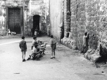 Уличная сценка в квартале Кальса, Палермо, Сицилия, 1960