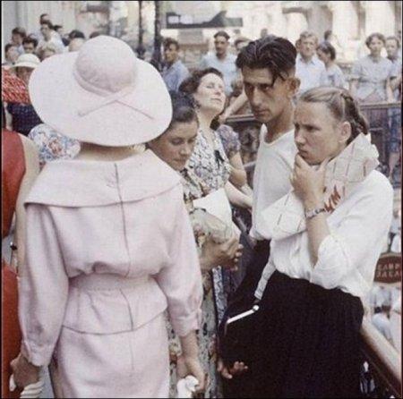 Модель Dior гуляет по Москве, 1959 год
